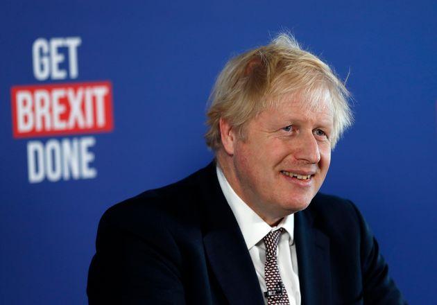 El actual 'premier', Boris Johnson, el 29 de noviembre en un acto de campaña en Londres, con el...