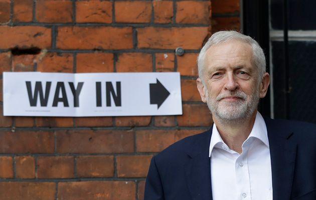 Jeremy Corbyn, el pasado mayo, votando en su colegio electoral en los comicios