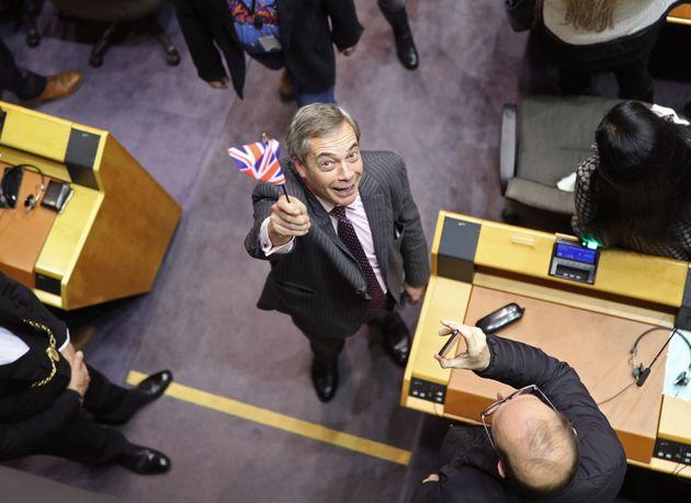 Nigel Farage, este miércoles en Bruselas, celebrando la salida de los europarlamentarios de Reino