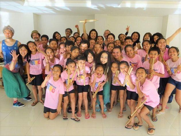 GOCOOのメンバーと、ワークショップに参加した子どもたち