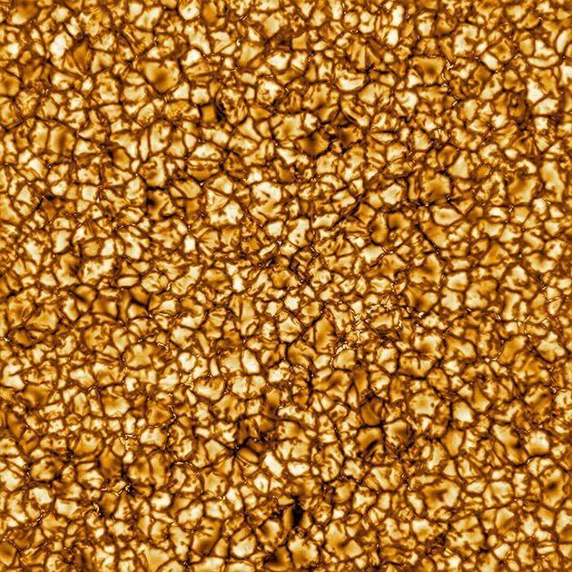 Le télescope a capté des détails jamais vu du soleil. Certains de es grains peuvent...