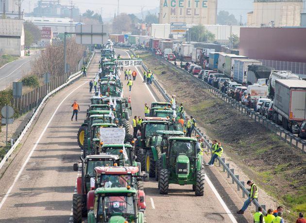 Los tractores han colapsado las principales vías de