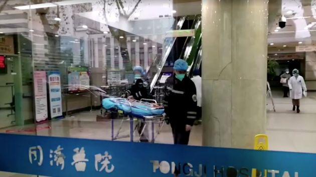 À l'hôpital de Wuhan le 22 janvier 2020, épicentre de l'épidémie de...