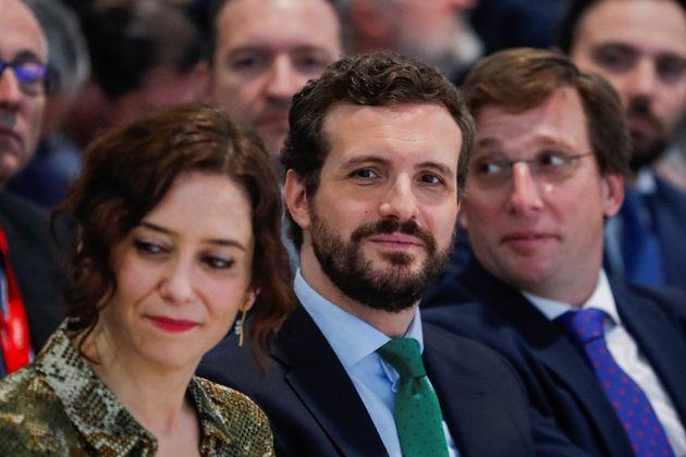 La presidenta de la Comunidad de Madrid, Isabel Díaz Ayuso (i), el alcalde de Madrid, José Luis Martínez-Almeida...