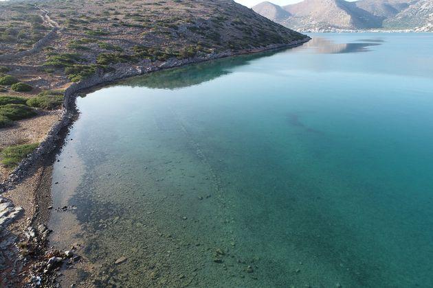 Άποψη των βυθισμένων δομών στον όρμο Βαθύ της χερσονήσου της Κολοκύθας