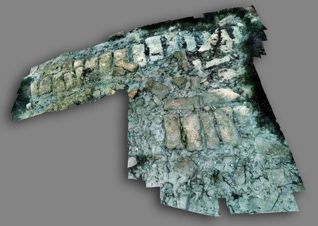 Άποψη τρισδιάστατης απεικόνισης τμήματος του τείχους του αρχαίου Ολούντος βυθισμένου σήμερα στον όρμο του Πόρου