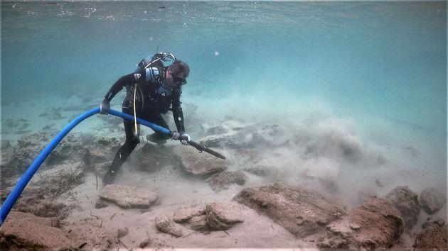 Καθαρισμός τμήματος του τείχους του αρχαίου Ολούντος στον όρμο του «Χαβά ο Λάκκος»
