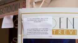 In un bar a Fontana di Trevi compare cartello in cinese: