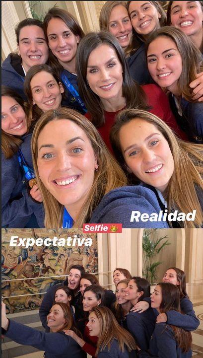 Perspectiva-realidad: el 'selfie' de Letizia y la selección feminan de waterpolo.