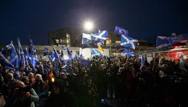 スコットランドでは、EU離脱に反対する市民たちが集会を開いた。