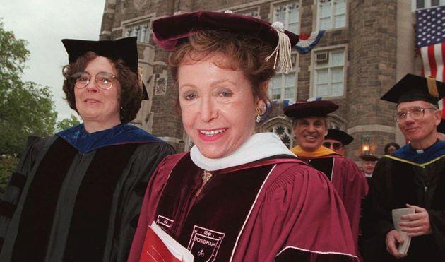 Mary Higgins Clark, ici en mai 1997 à l'universitéde Fordham, à New York,...