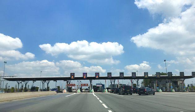 Une barrière de péage sur l'autoroute A2 près de
