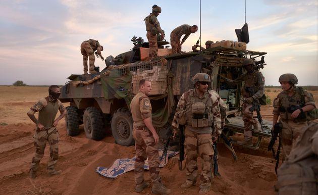 Les forces françaises de l'opération Barkhane, ici le 9 novembre dans le nord du Burkina...