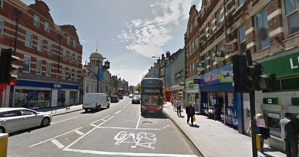 ロンドンのストリータムでのテロ攻撃:複数の人を刺した後に警察に撃たれた男