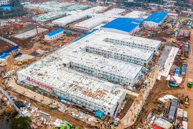Βίντεο: Η κατασκευή του νοσοκομείου για τον κορονοϊό σε 10