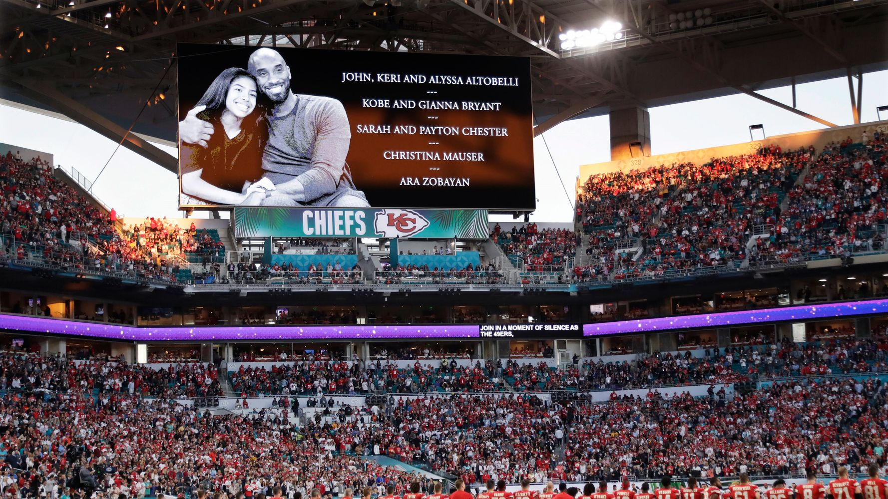 Westlake Legal Group 5e375961220000340423d747 Super Bowl Players Honor Kobe Bryant With Moment Of Silence On 24-Yard Line
