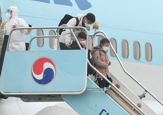 한국에 도착한 우한 교민. 2020. 2.