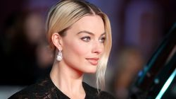 Margot Robbie Reads Out Brad Pitt's MEGXIT Joke At The