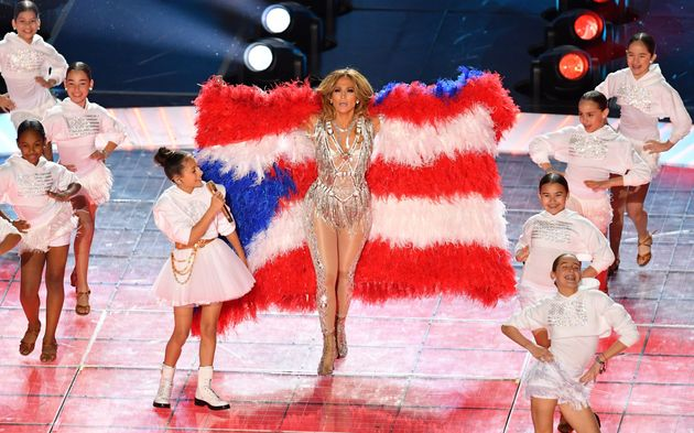 JLo e Shakira mozzafiato al SuperBowl: