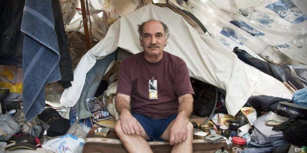 La crisis en Grecia genera una nueva casta de pobres: de ganar 2.000 euros a recoger
