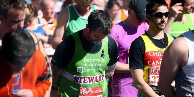 El maratón de Londres homenajea a Boston tras los atentados que causaron tres muertos