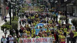 Miles de personas marchan contra la quita a las