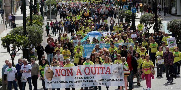 Miles de personas se manifiestan en Vigo en protesta por la quitas a los afectados por