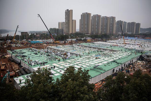 La construction de l'hôpital de Huoshenshan s'achève le 2 février 2020 à Wuhan,...