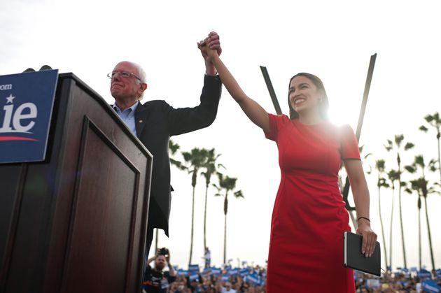 In Iowa tenta lo scatto Bernie Sanders, il candidato che ha tutti