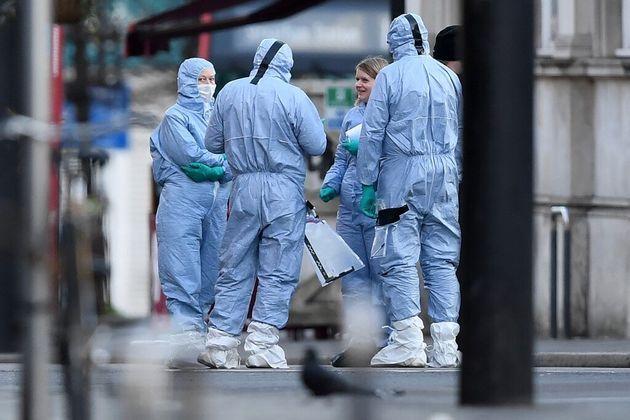La police scientifique anglaise dans les rues de Streatham à Londres, le 3 février