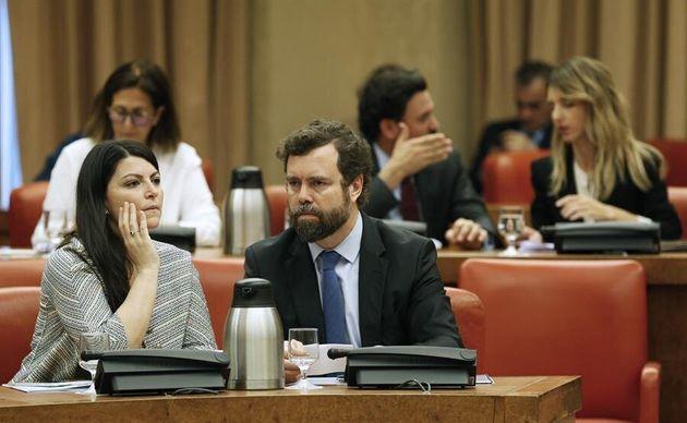El portavoz del grupo parlamentario de Vox en el Congreso, Iván Espinosa de los Monteros, y la secretaria...