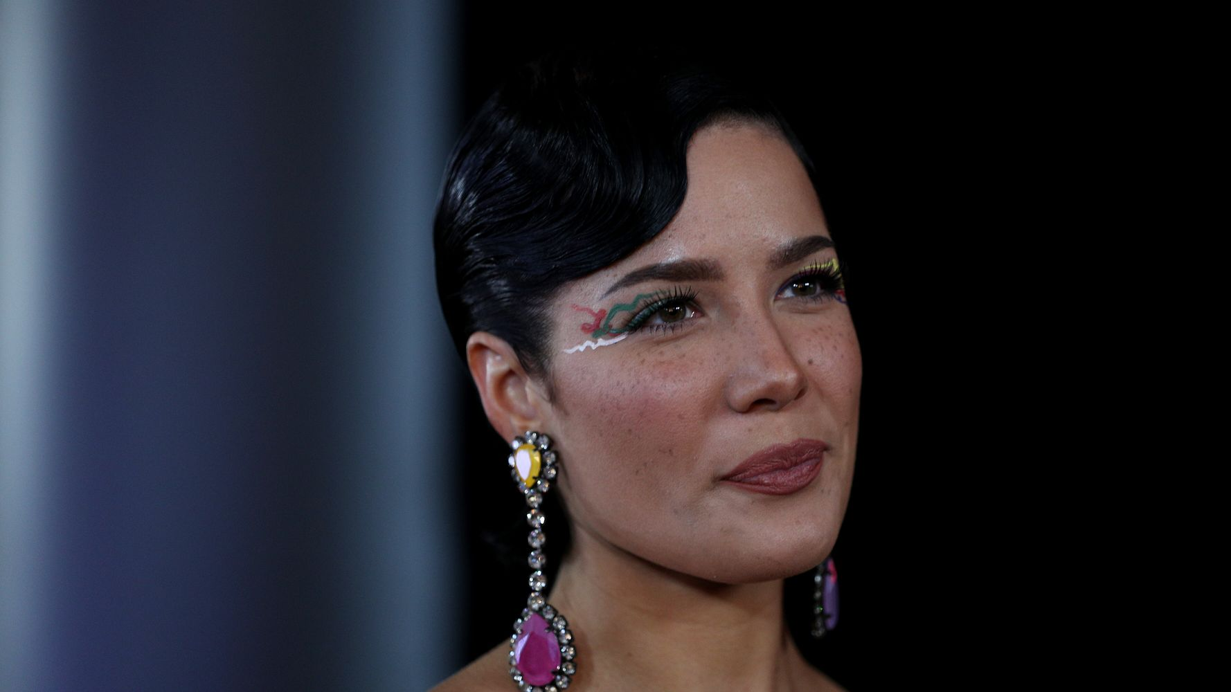 Westlake Legal Group 5e3849c2230000fa066ed215 Halsey Slams Instagram Haters: 'I'm Not A Real Human Being To You'
