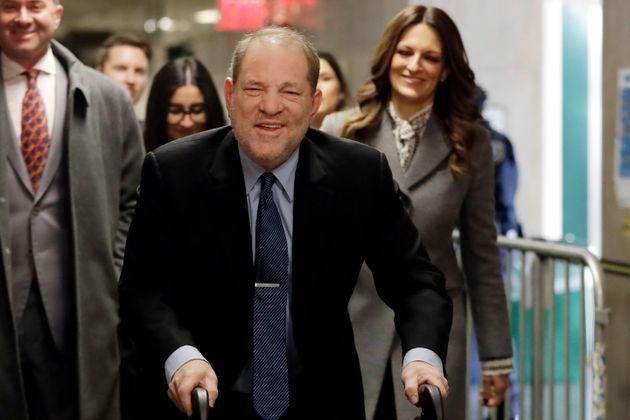 Harvey Weinstein chega ao tribunal por acusações de estupro e agressão