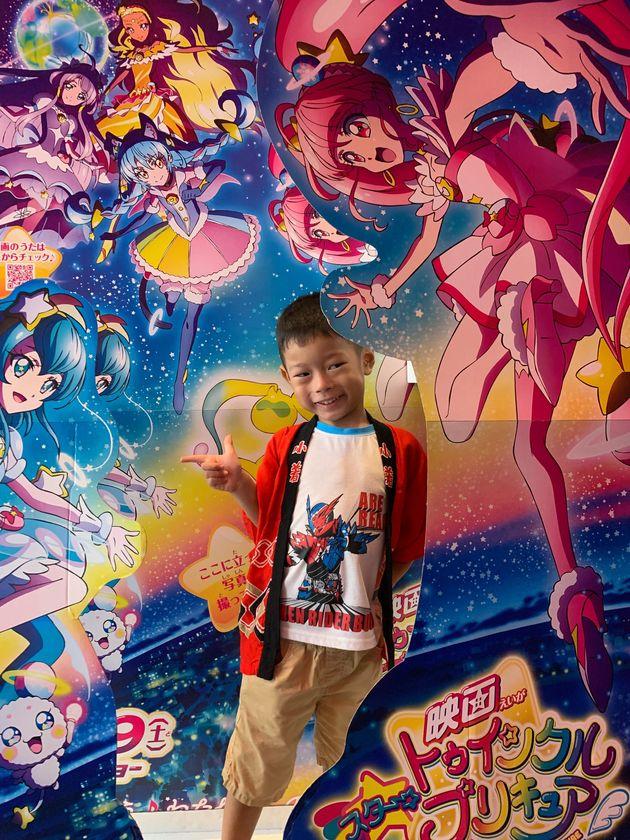 映画『スター☆トゥインクルプリキュア』のパネルの前でパチリ