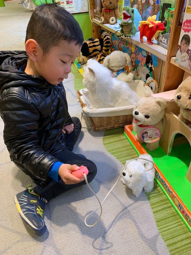 博品館で遊ぶ息子