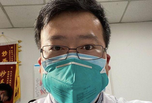 O Κινέζος γιατρός που προσπάθησε να ειδοποιήσει για τον κορονοϊό έχει προσβληθεί από
