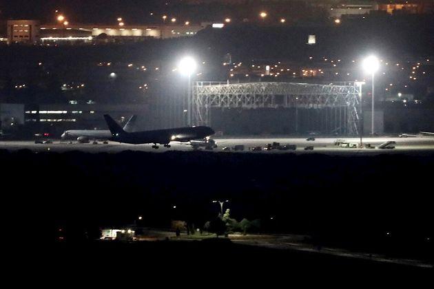El avión de la aerolínea Air Canadá que ha pasado horas sobrevolando Madrid a causa de un problema técnico,...