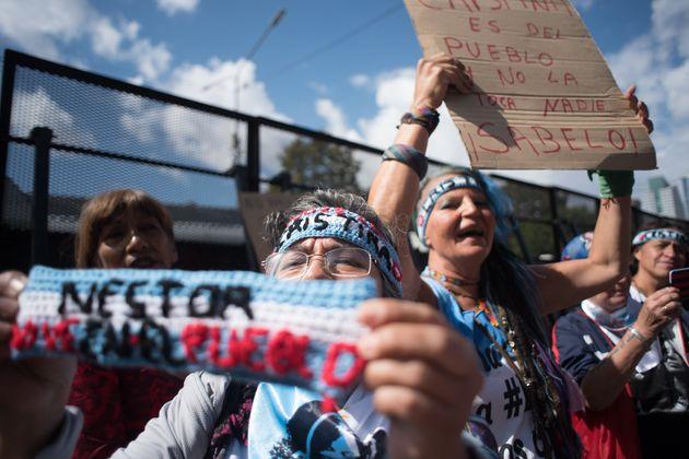 Simpatizantes de Kirchner la defienden en las calles de Buenos Aires, el 25 de febrero de
