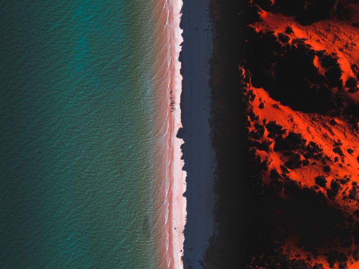 """La saison des <a href=""""https://www.huffingtonpost.fr/entry/lincendie-geant-en-australie-certaines-plantes-sen-sont-fait-un-allie_fr_5e2170a3c5b673621f73cdc1?utm_hp_ref=fr-australie"""">feux</a> est loin d&rsquo;&ecirc;tre finie et plus de huit millions d&rsquo;hectares ont d&eacute;j&agrave; br&ucirc;l&eacute;, une zone qui &eacute;quivaut &agrave; la superficie de l&rsquo;Irlande. &Agrave; c&ocirc;t&eacute;, les incendies r&eacute;cents en Californie et en Amazonie paraissent bien petits. (image d'illustration)"""