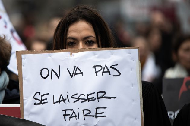 Des milliers d'avocats, de greffiers et de magistrats ont défilé de la place de la Bastille...