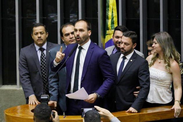 Decisão judicial provisória assegura Eduardo Bolsonaro (PSL-SP) na liderança do...