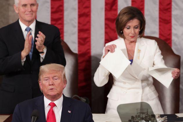 Ce 4 février, Nancy Pelosi a déchiré le discours sur l'état de l'Union devant...