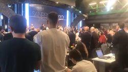 Lungo applauso e standing ovation in sala stampa per Fabrizio Frizzi che oggi avrebbe compiuto gli anni