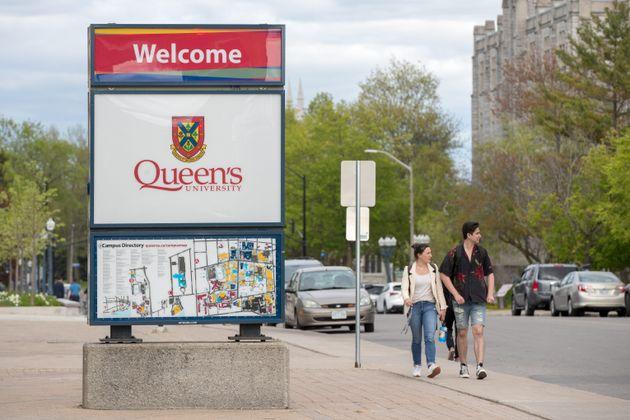 5月24日金曜日、オンタリオ州キングストンにあるクイーンズ大学のキャンパス、