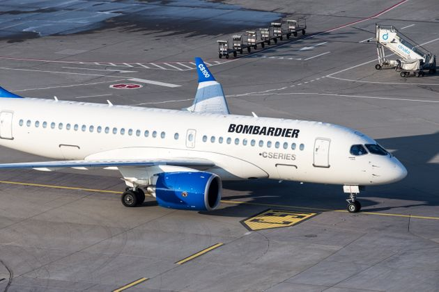 Prototype Bombardier CSeries CS100 à l'aéroport de Zurich par une matinée ensoleillée...
