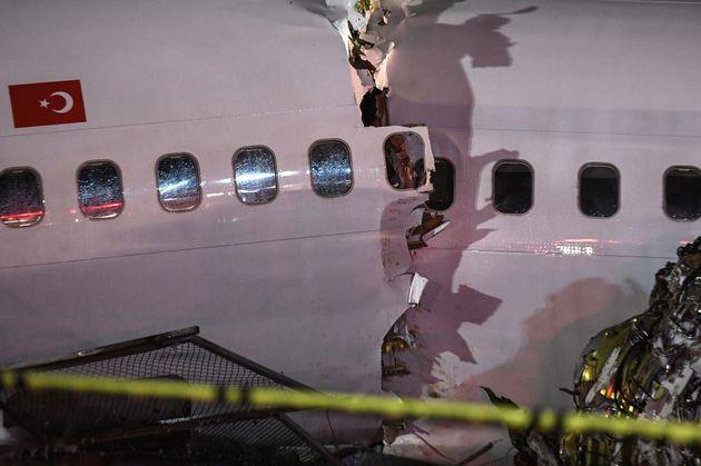 터키 공항에서 착륙 중 미끄러진 비행기가 세 동강이 났다(현장