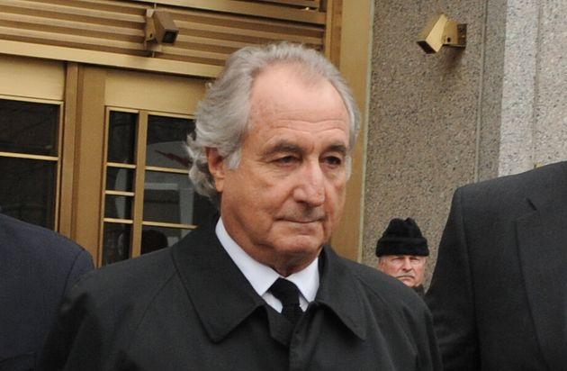 Bernard Madoff sort du tribunal fédéral de Manhattan le 16 juin