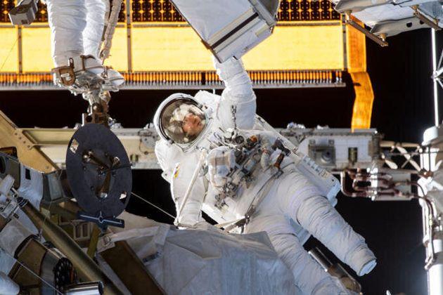 Christina Koch de retour sur Terre après un séjour record dans la station