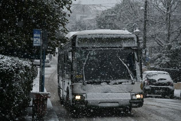 Κακοκαιρία: Χιονιά στην Αττική - Απαγόρευση κυκλοφορίας φορτηγών στην Αθηνών -