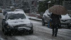 Κακοκαιρία: Χιόνια στην Αττική - Τσουχτερό κρύο σε όλη τη